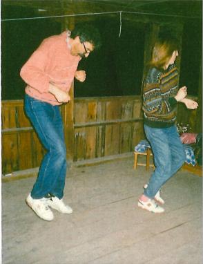 Нощта е време за луди танци на чардака.